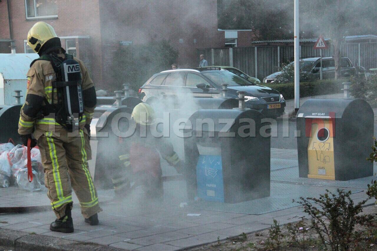 Brandweer rukt uit voor brand in papiercontainer