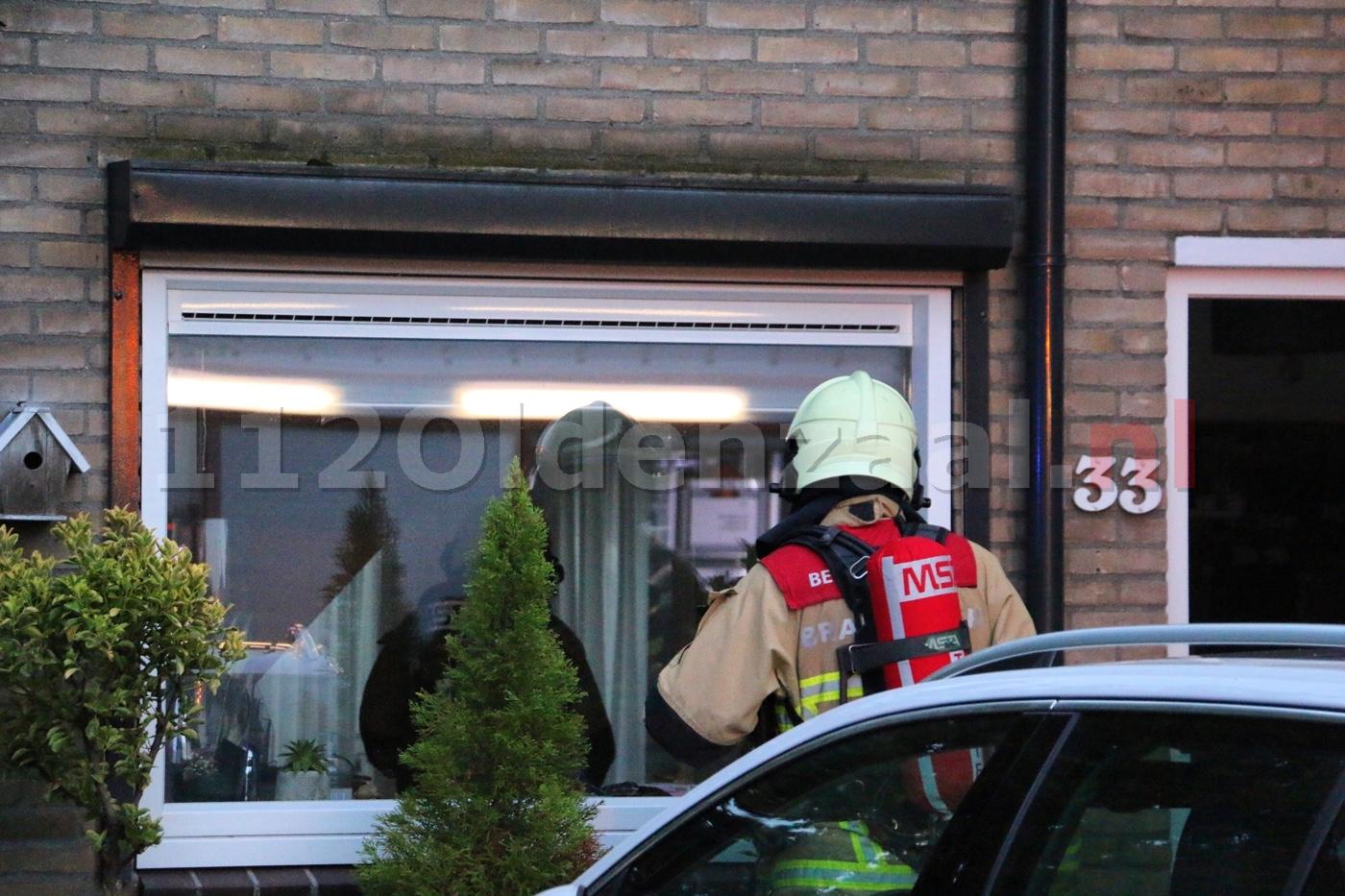 VIDEO: Woningbrand Ereprijs Oldenzaal; buurman voorkomt erger met blusdeken