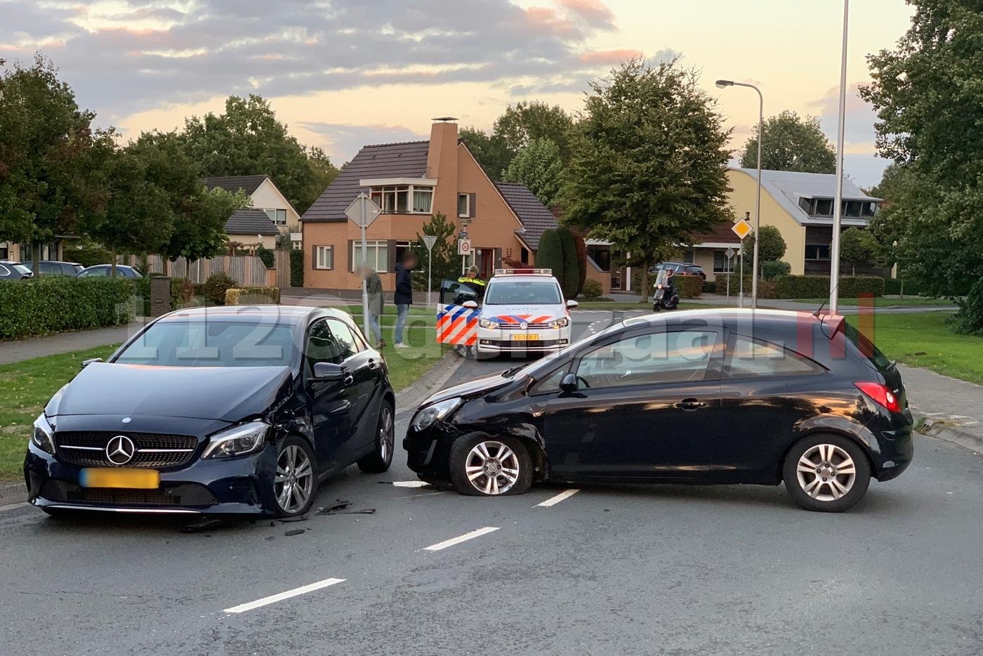Aanrijding tussen twee auto's op Griekenlandlaan in Oldenzaal