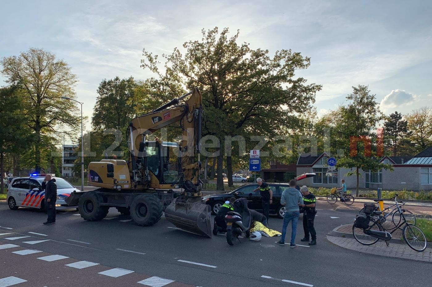 Fietsster gewond naar het ziekenhuis na aanrijding met scooter in Oldenzaal