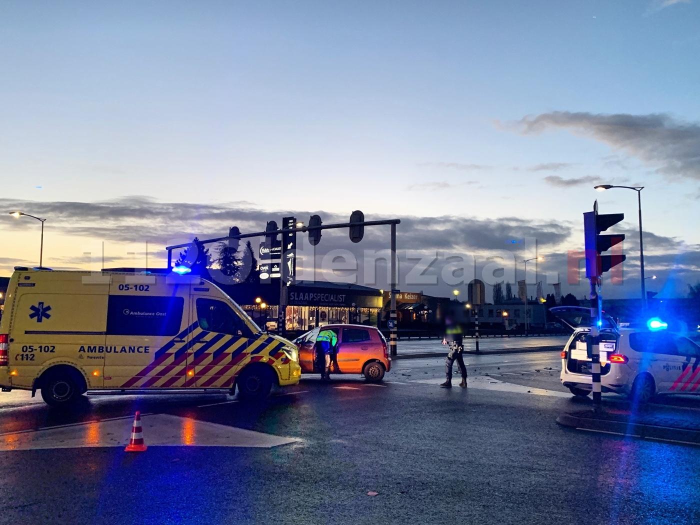 Gewonde na aanrijding tussen twee auto's in Oldenzaal
