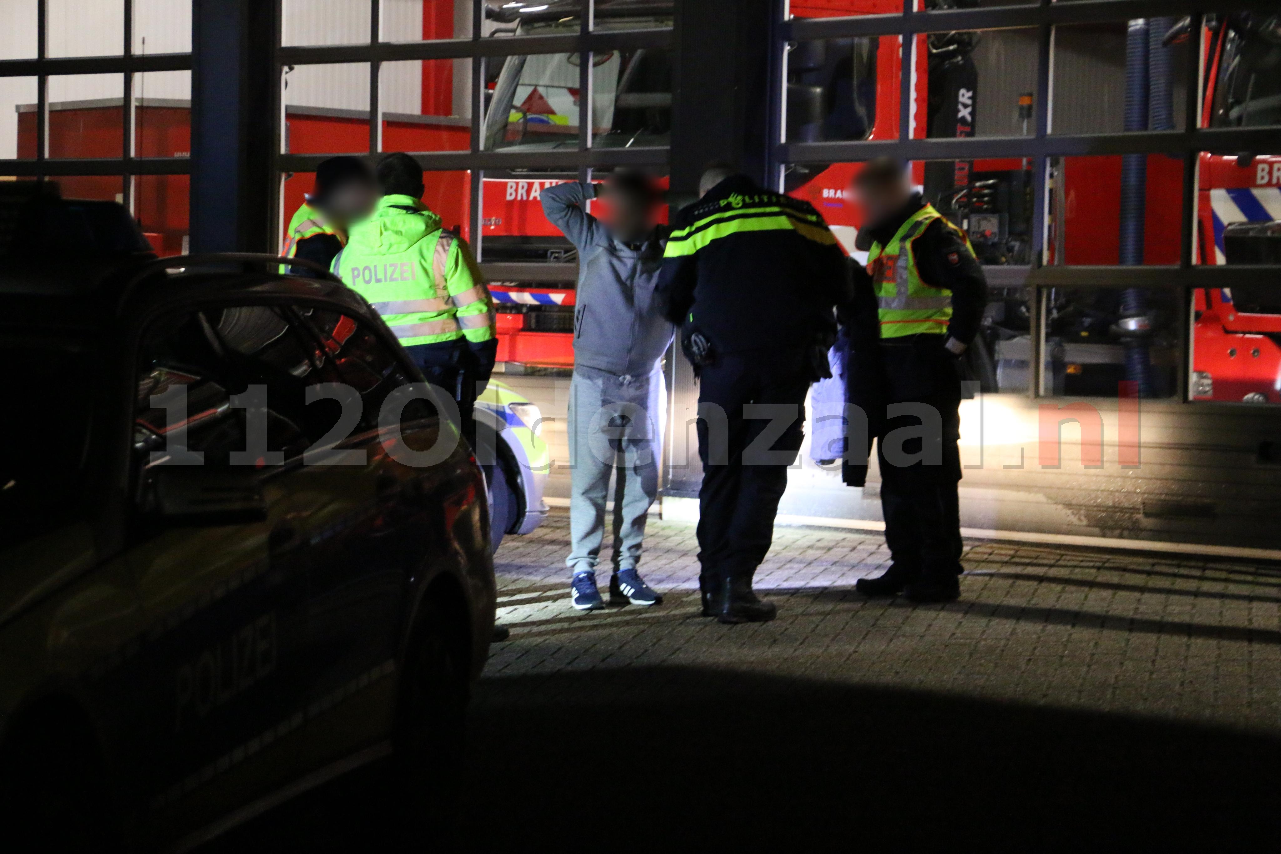Video: Duitse en Nederlandse politie houden auto staande in Oldenzaal
