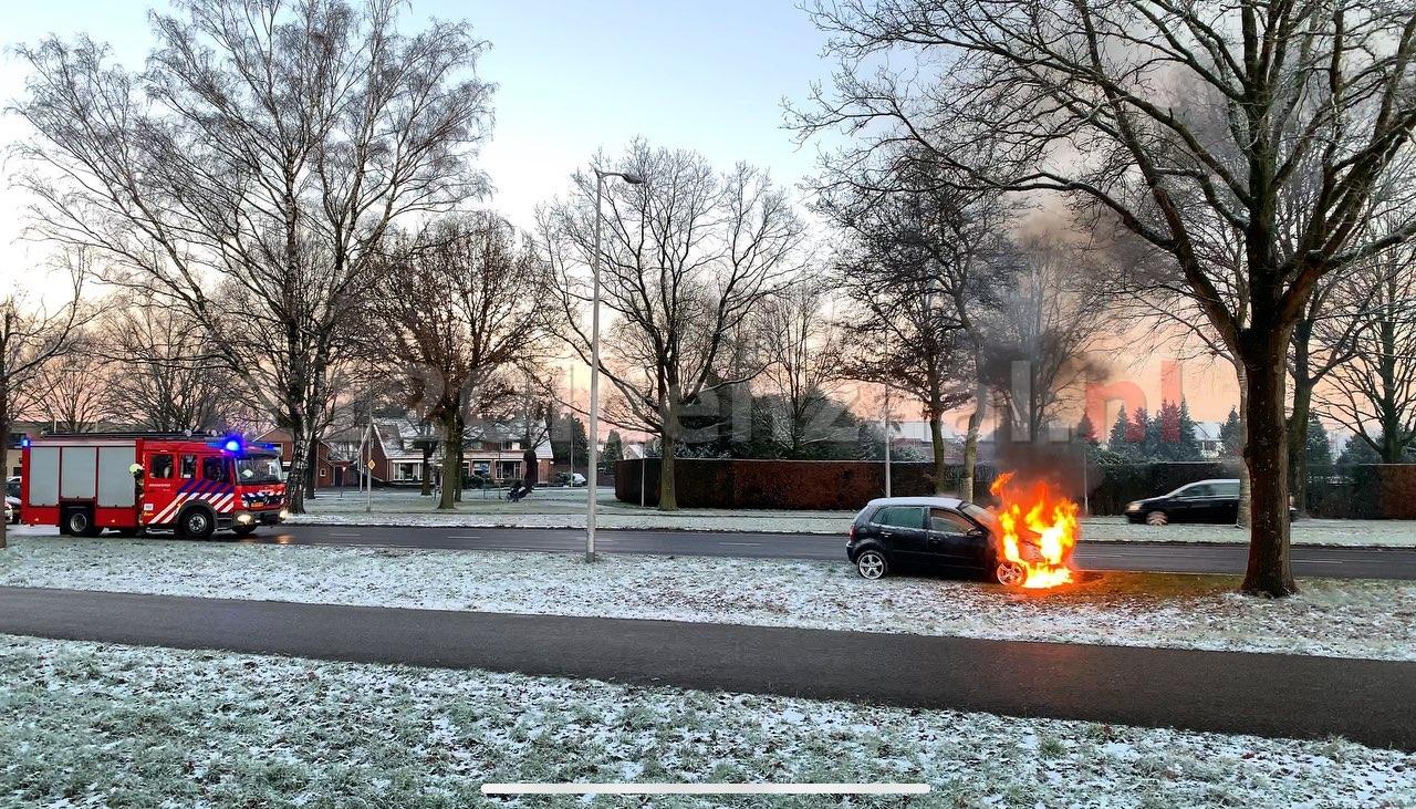 VIDEO: Auto volledig uitgebrand in Oldenzaal