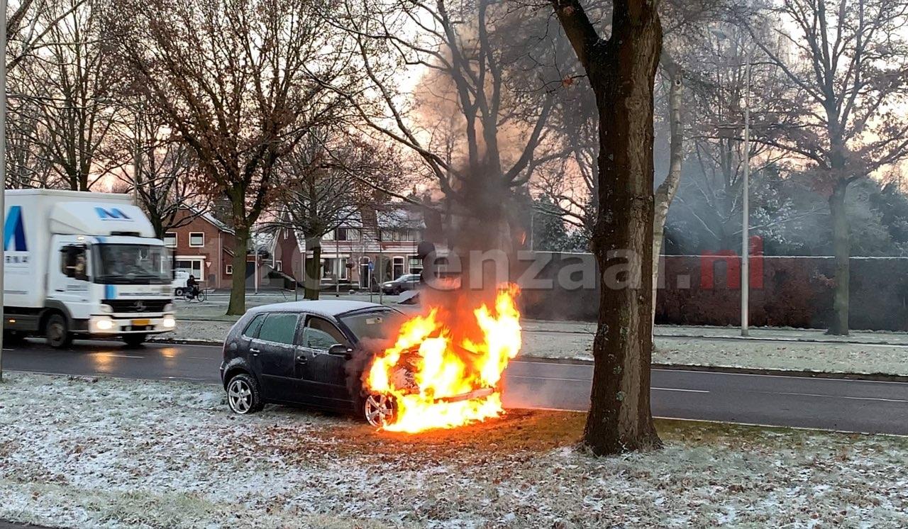 Auto volledig uitgebrand in Oldenzaal