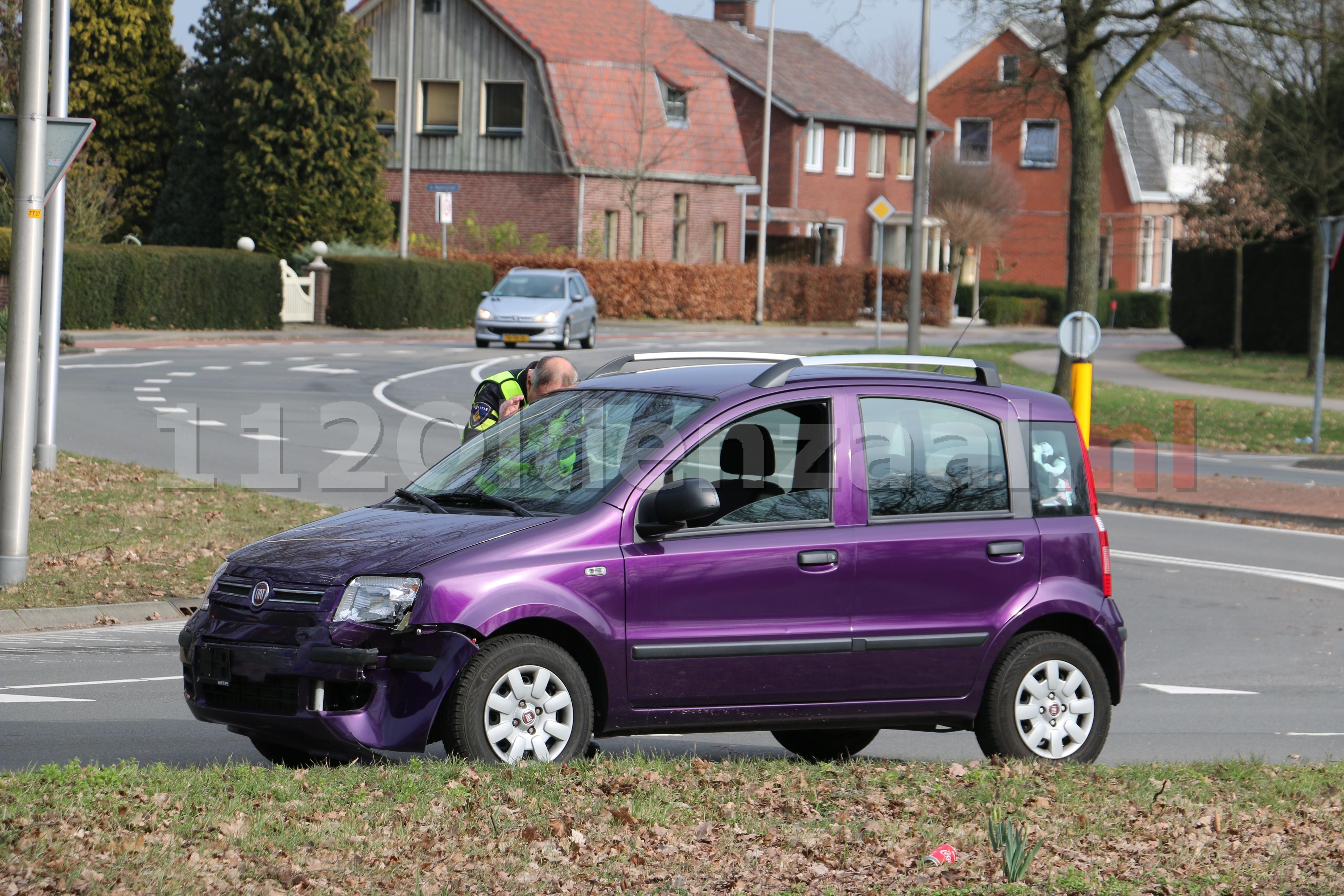 Aanrijding tussen twee auto's Ossenmaatstraat Oldenzaal