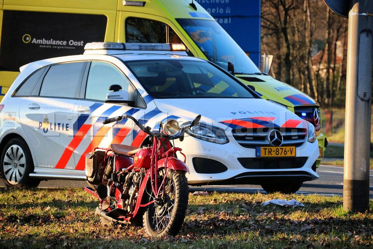 Motorrijder gewond naar het ziekenhuis na ongeval met auto in Oldenzaal