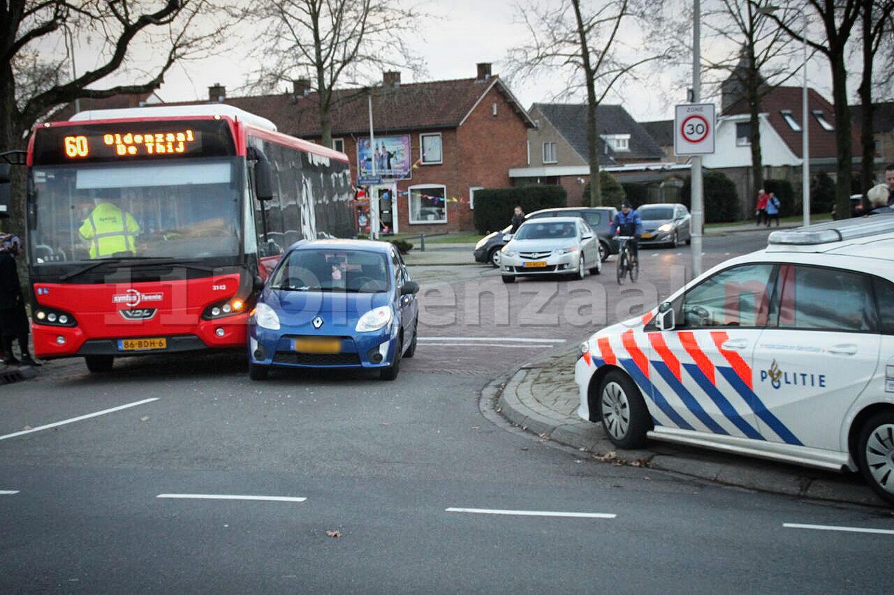 Aanrijding tussen stadsbus en auto in Oldenzaal