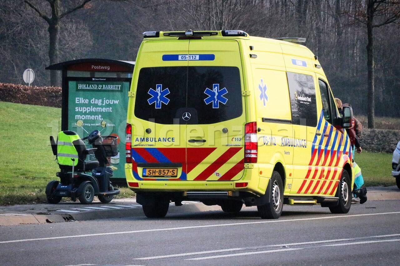 Vrouw gewond na val uit scootmobiel