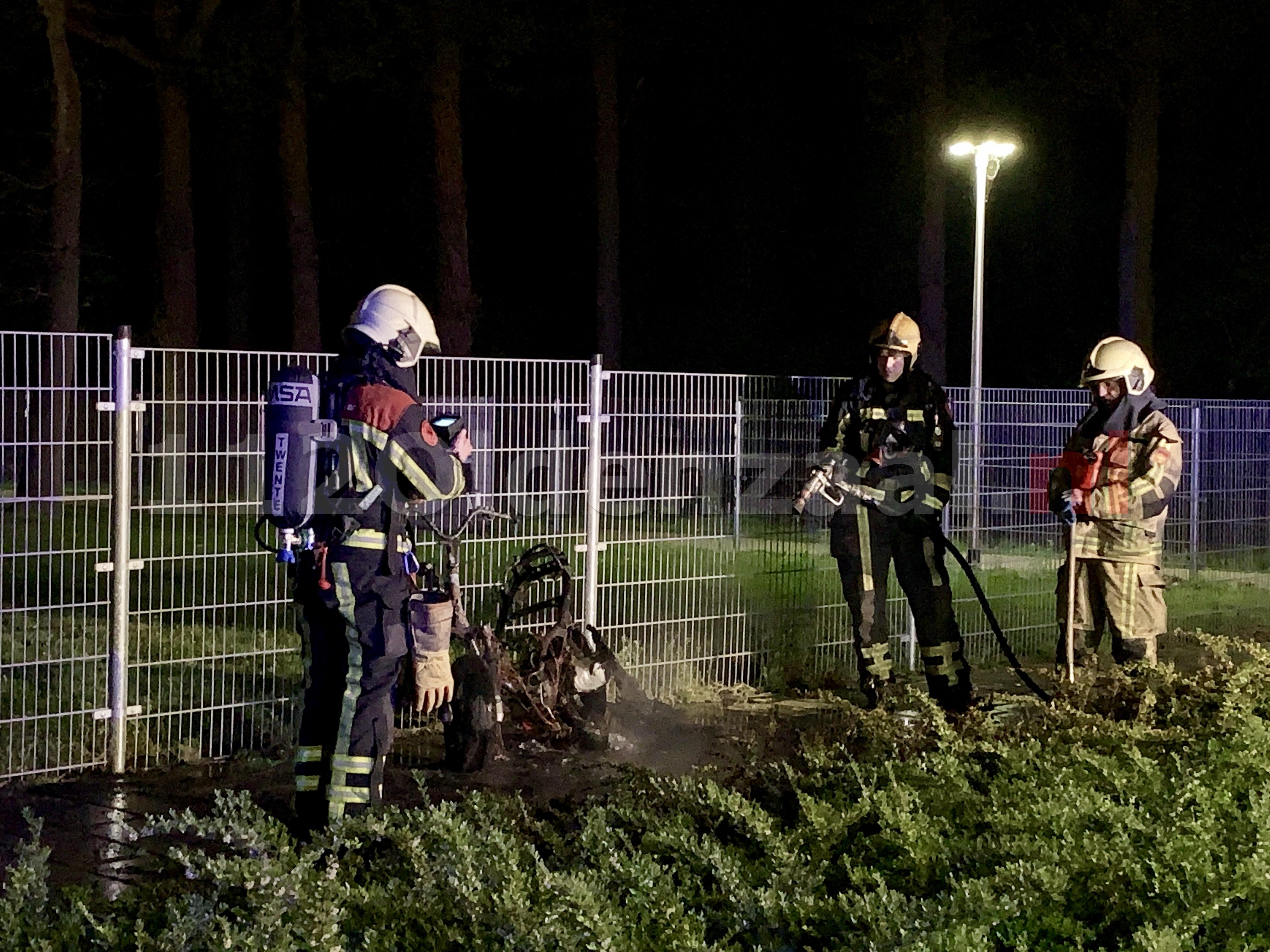Bromfiets volledig uitgebrand in Saasveld