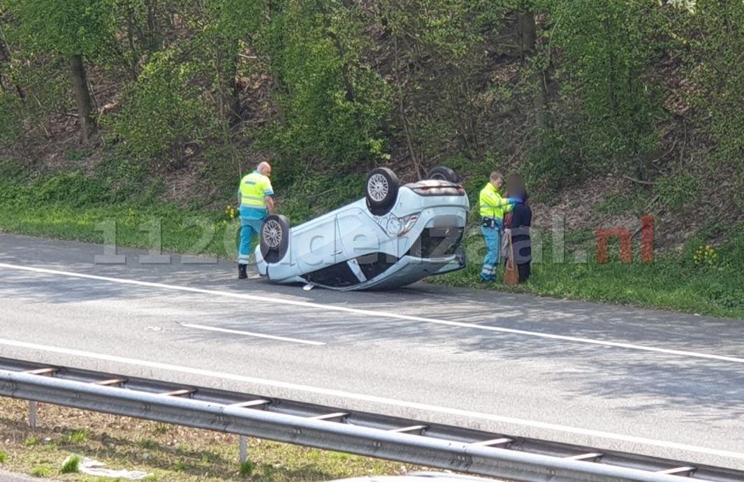 Auto slaat over de kop op de A1 tussen Hengelo en Oldenzaal