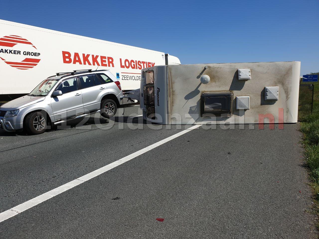 Caravan geschaard op de A1 bij Oldenzaal