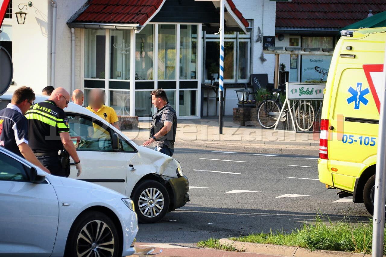 Scooterrijder gewond naar het ziekenhuis na aanrijding in De Lutte