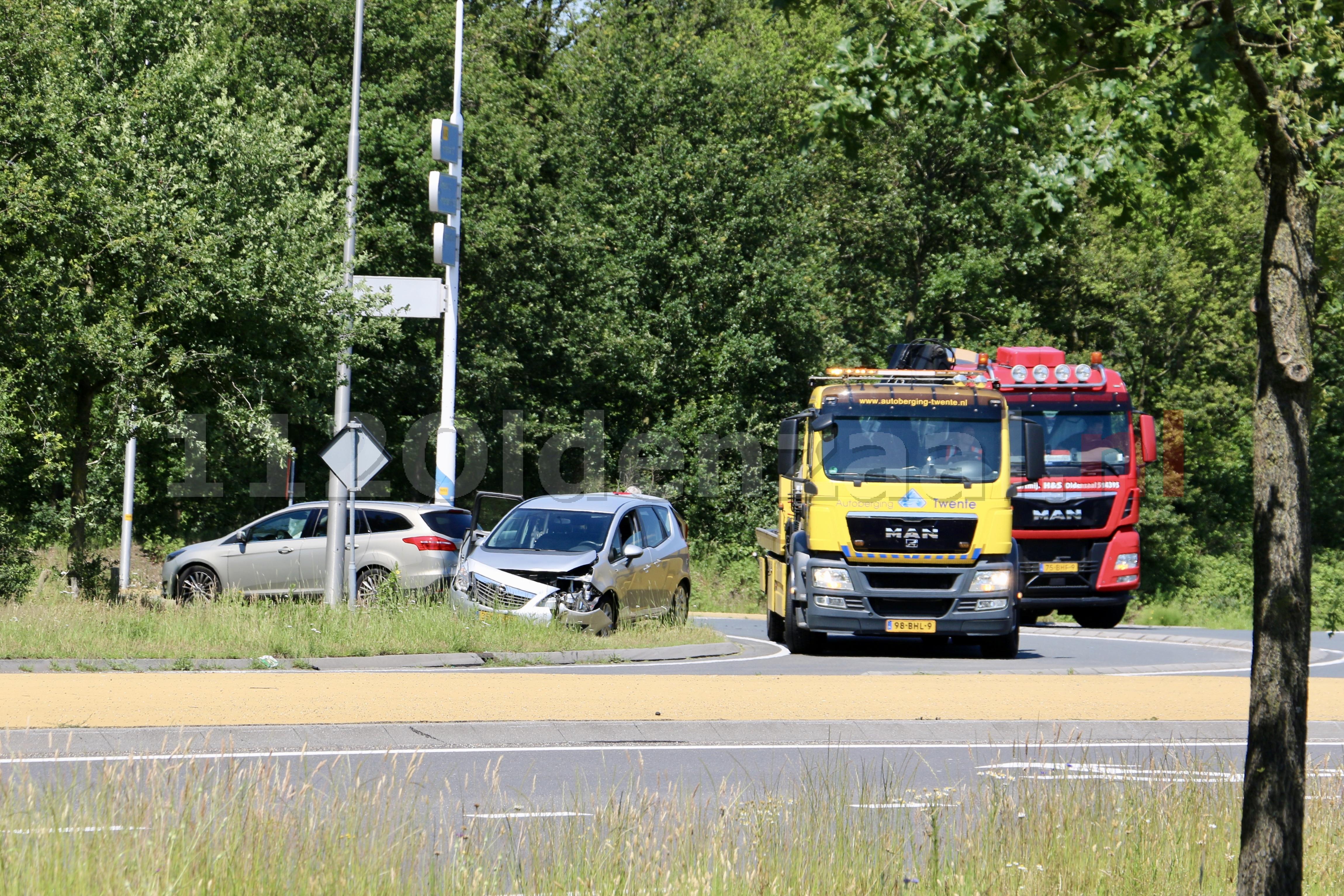 Schade bij aanrijding rotonde Rondweg Oldenzaal
