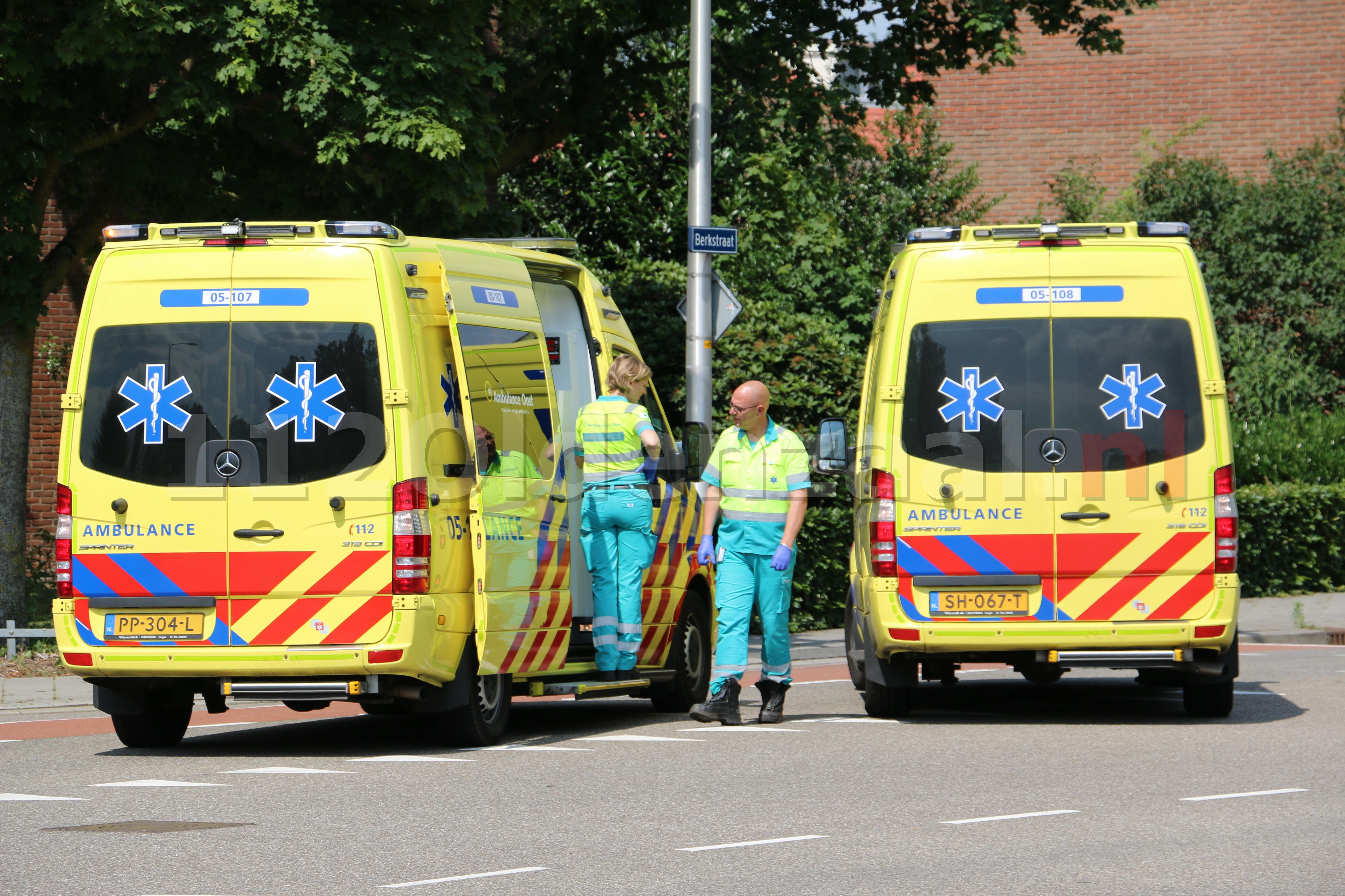 Een persoon gewond naar ziekenhuis na ongeval in Oldenzaal; drie voertuigen afgesleept