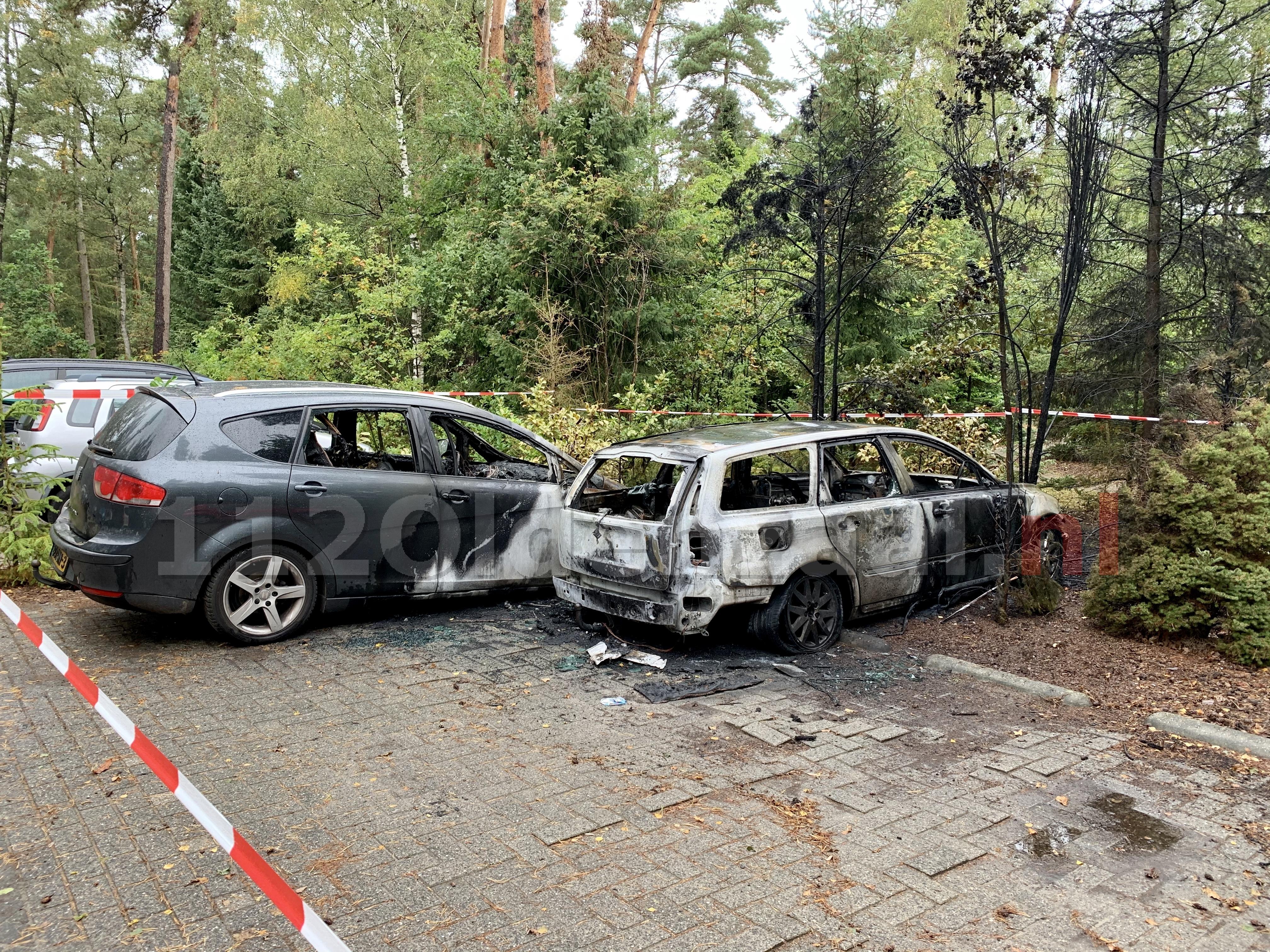 UPDATE (video): Twee auto's verwoest na brand op parkeerplaats Eureka