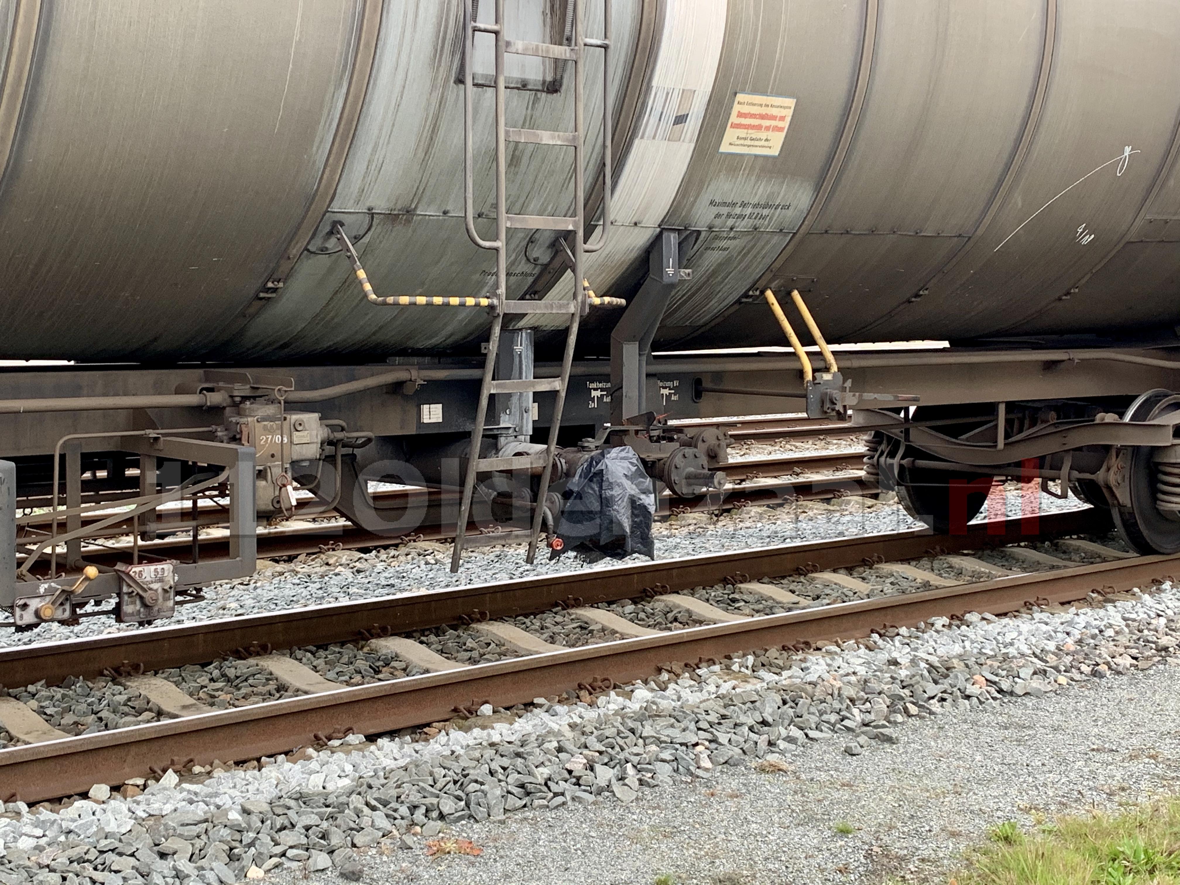 UPDATE (video): Vervoerder treinwagons plaats vuilniszakken over afsluiters en krijgt waarschuwing