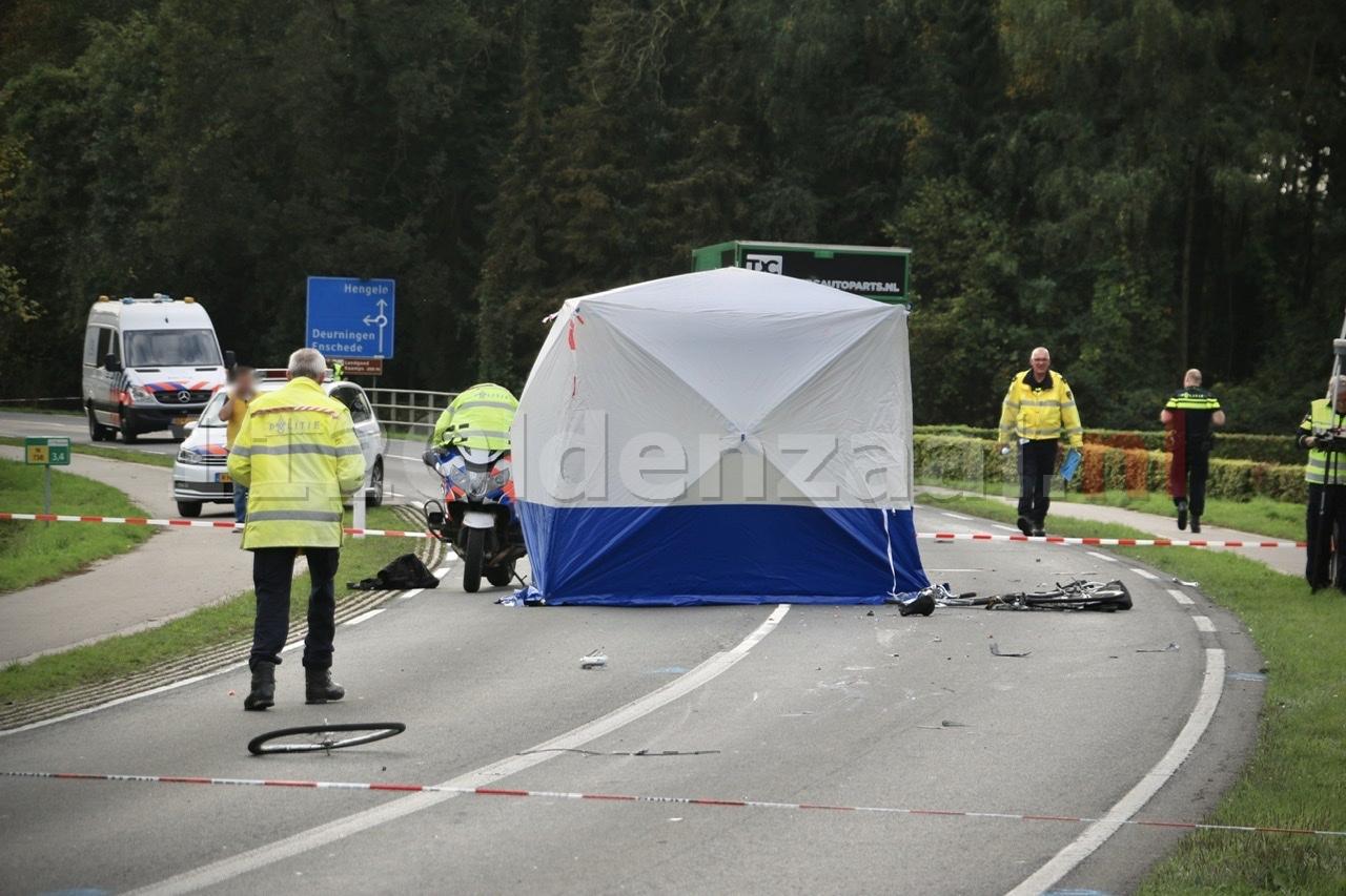 Video: Fietser overleden bij ongeluk tussen Deurningen en Weerselo