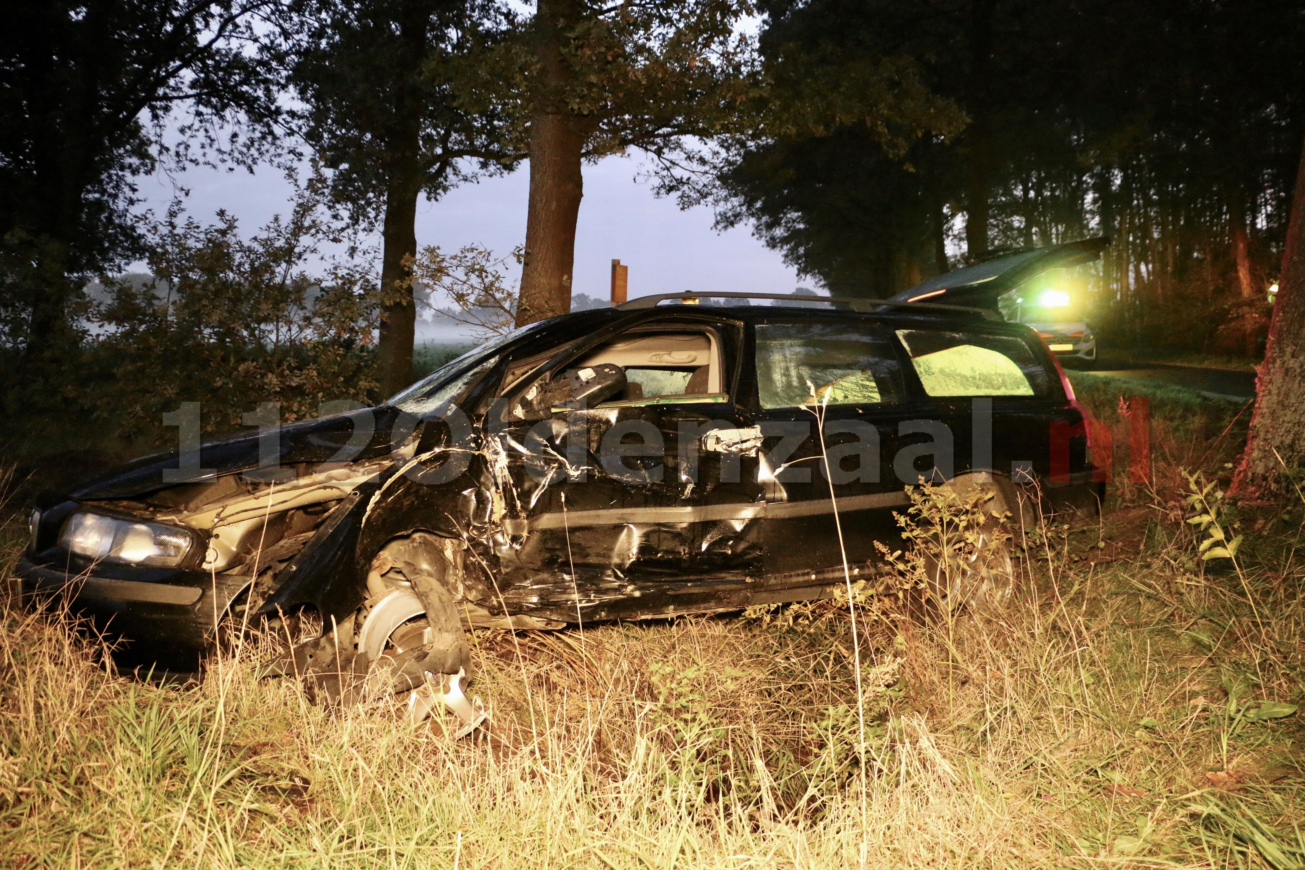 Automobilist gewond naar het ziekenhuis na ongeval in Reutum