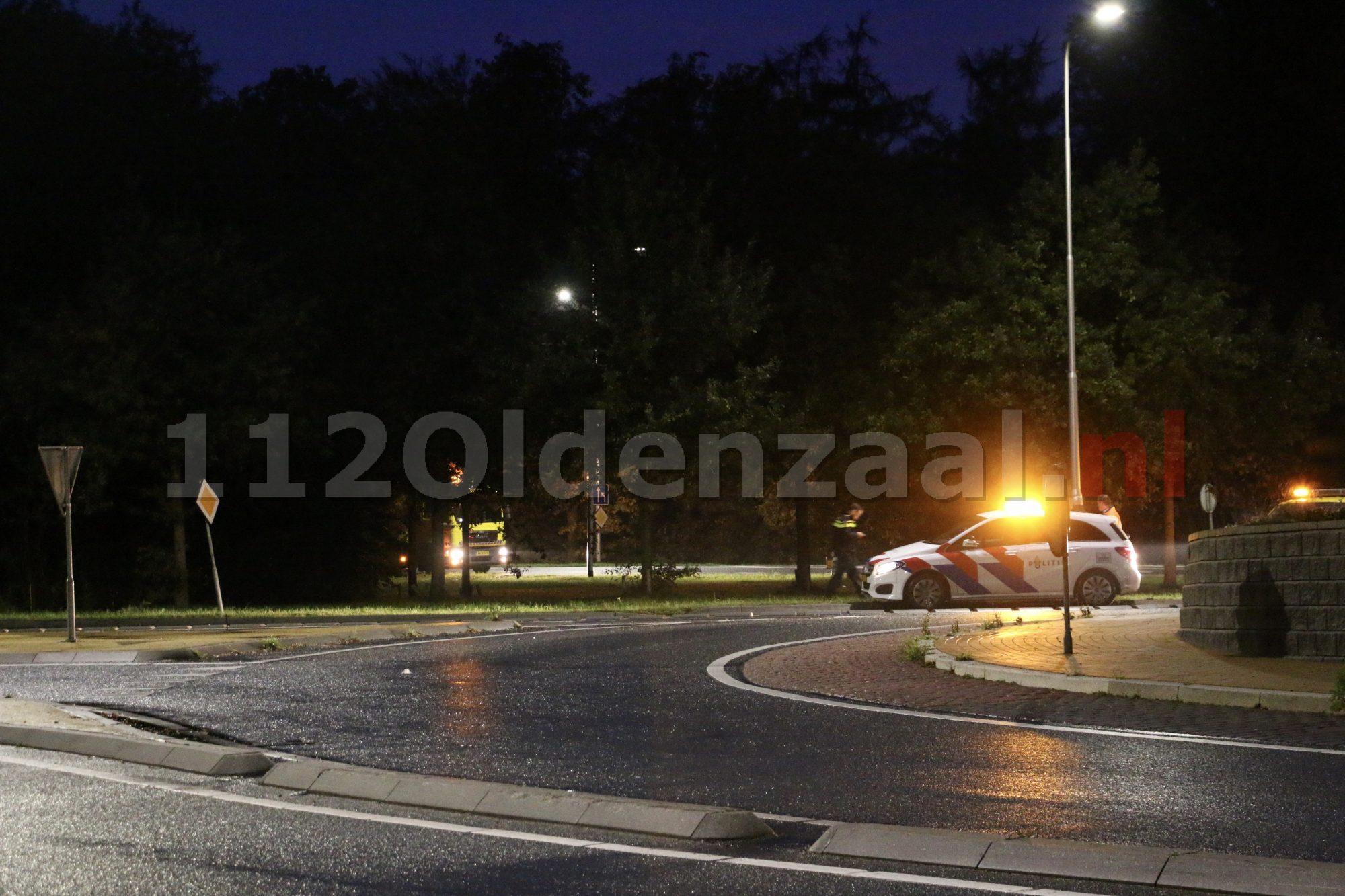 Foto's: Automobilist in Oldenzaal raakt van de weg en komt in bosjes tot stilstand