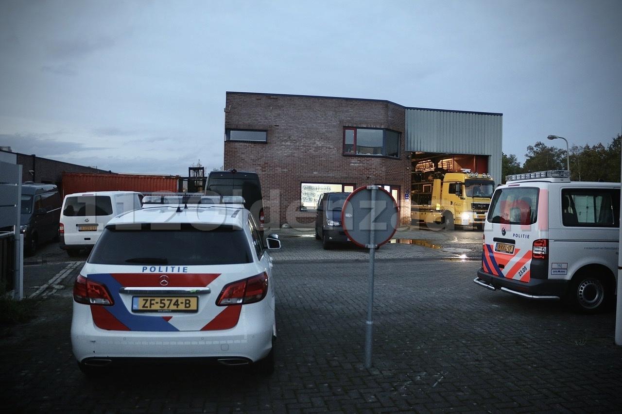 VIDEO: Groot politieonderzoek bij bedrijfspand aan Kleibultweg in Oldenzaal