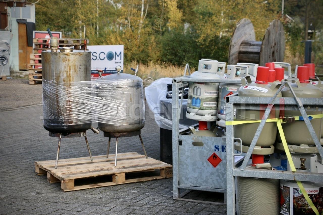 UPDATE (foto's): Ontmanteling vermoedelijk drugslab in Oldenzaal in volle gang