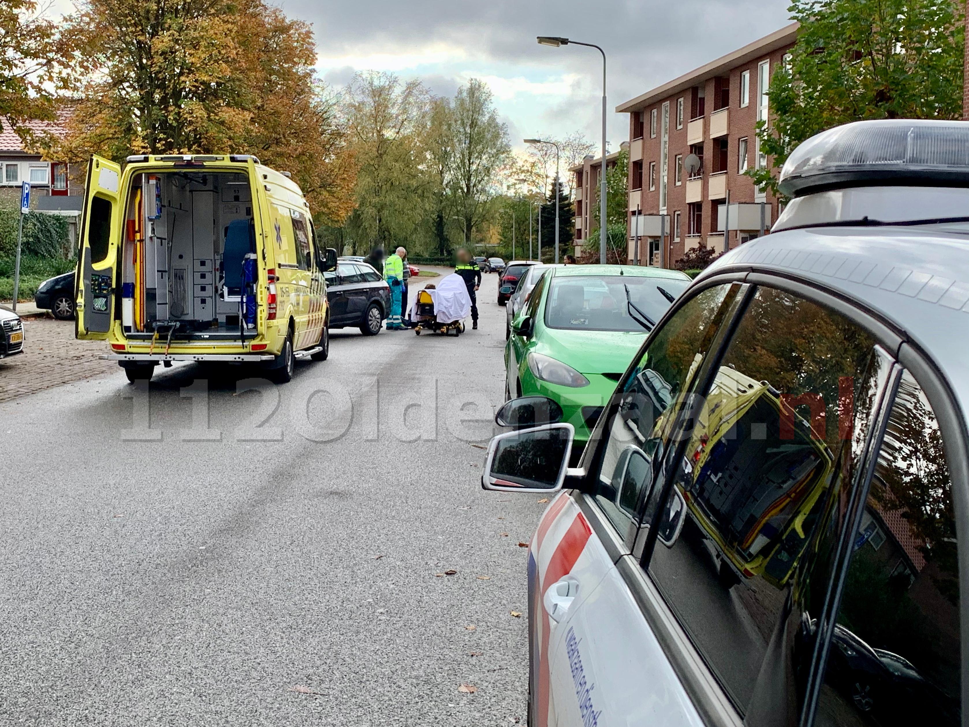 Fietser met beenletsel overgebracht naar het ziekenhuis na aanrijding met auto in Oldenzaal