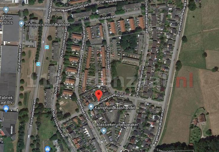 Jongeren vernielen ruit van woning in Oldenzaal; politie zoekt daders en getuigen