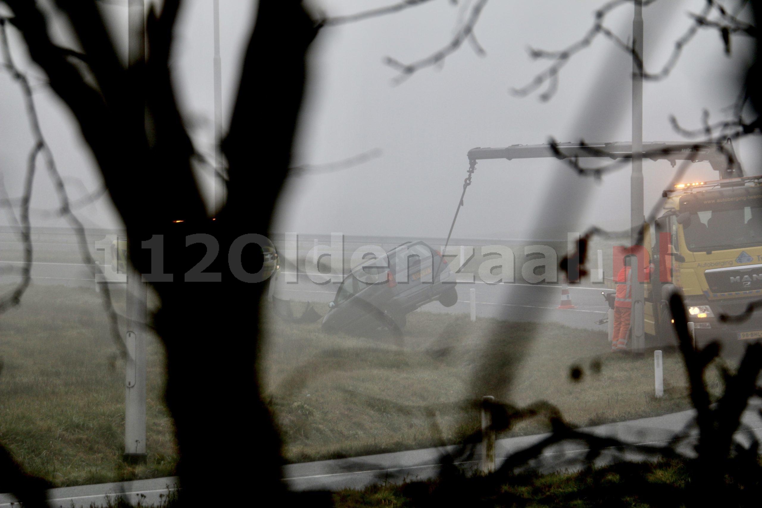 Auto belandt in greppel langs A1 bij Oldenzaal
