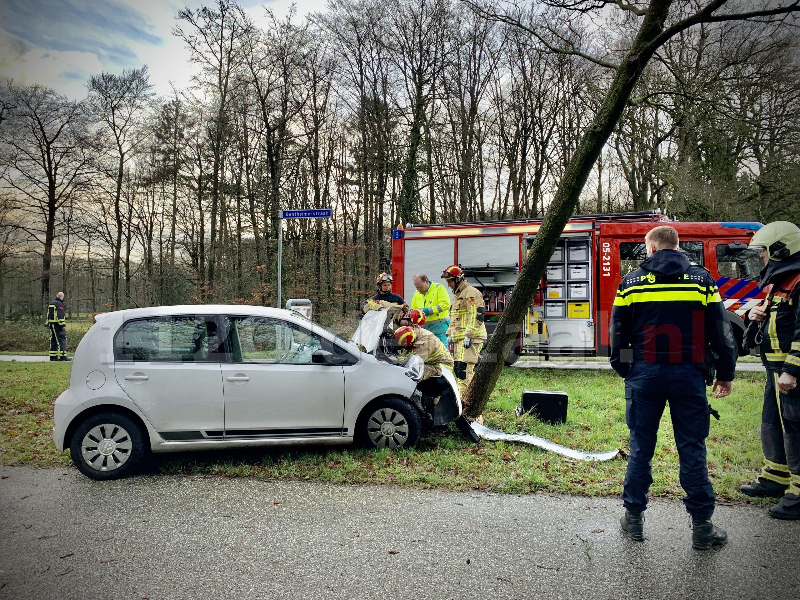 Bestuurster gewond naar het ziekenhuis na eenzijdig ongeval in De Lutte