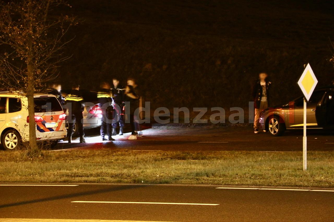 Foto's: Marechaussee pakt mannen met wapens op tijdens controle bij Oldenzaal