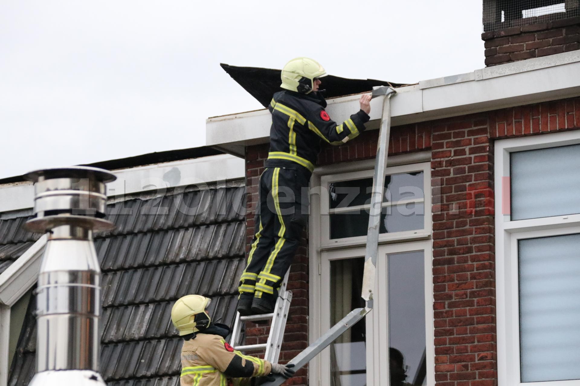 Schade aan dak van woning in Oldenzaal door storm