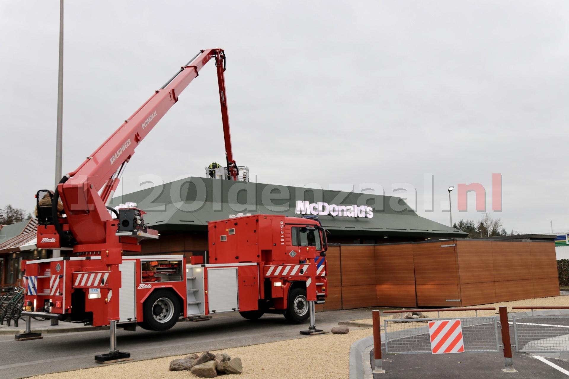 Brandweer rukt uit voor stormschade bij McDonalds Oldenzaal