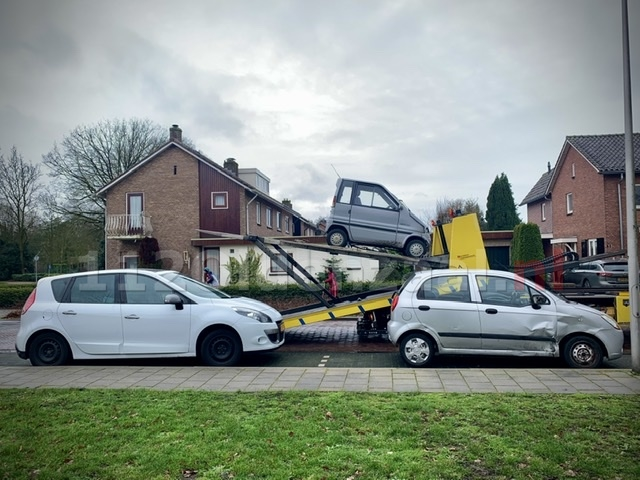 Drie voertuigen lopen schade op na ongeval in Oldenzaal