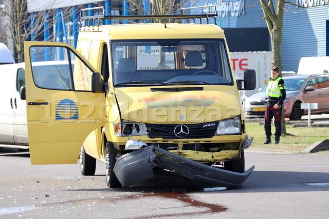 Voertuig op de kant na ongeval in Oldenzaal