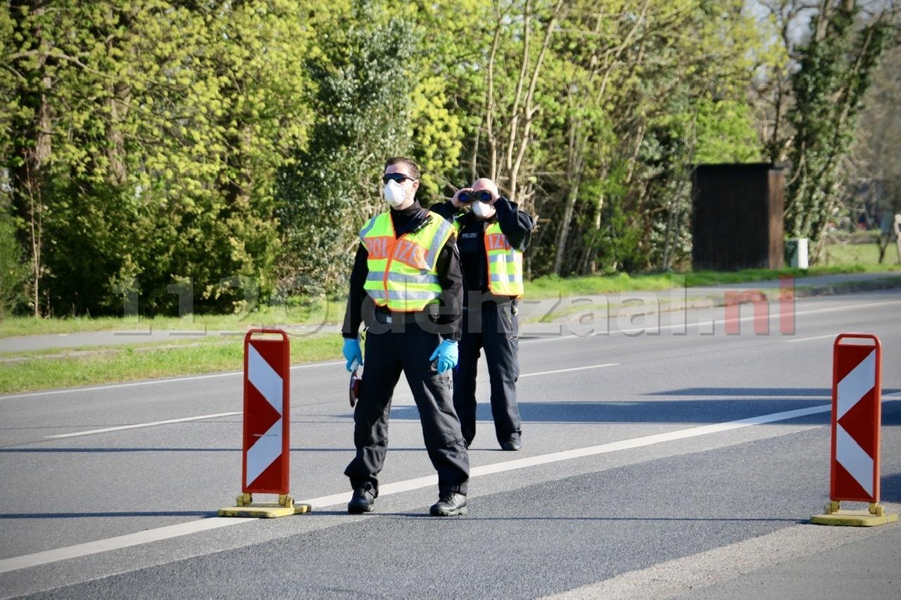 """Strenge controle bij grensovergang """"Blijf alstublieft thuis!"""""""