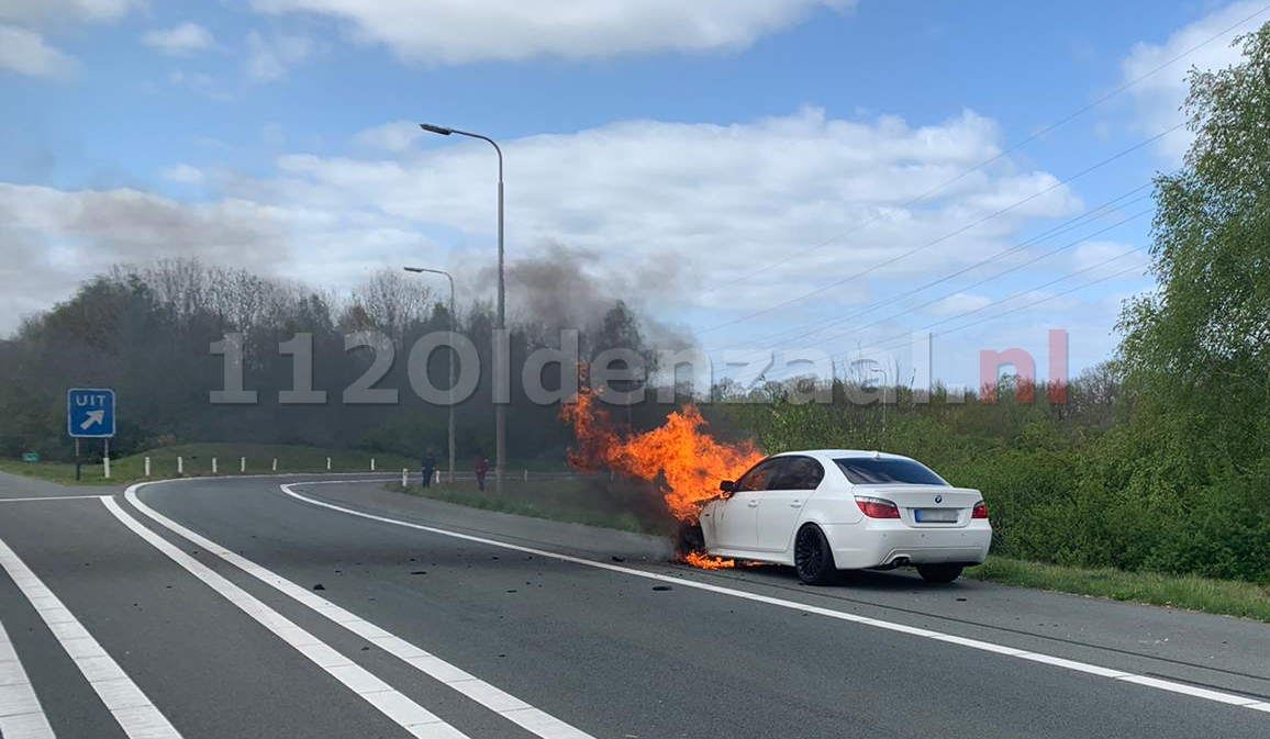 VIDEO: Auto volledig in brand A1 Oldenzaal