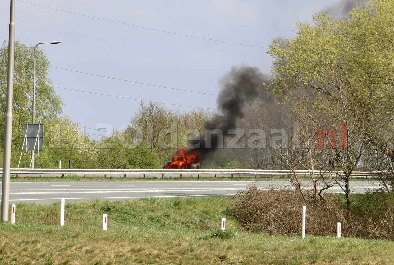 Auto volledig in brand A1 Oldenzaal