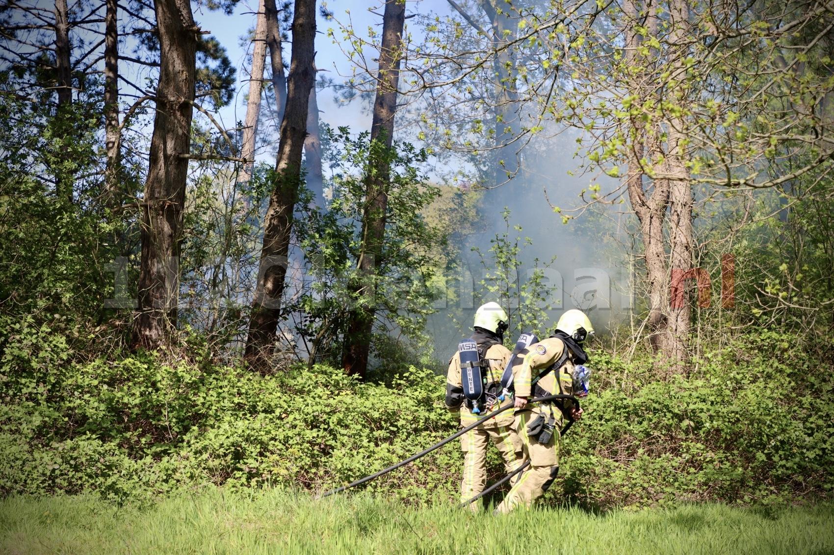Brandweer rukt uit voor bosbrandje in Oldenzaal