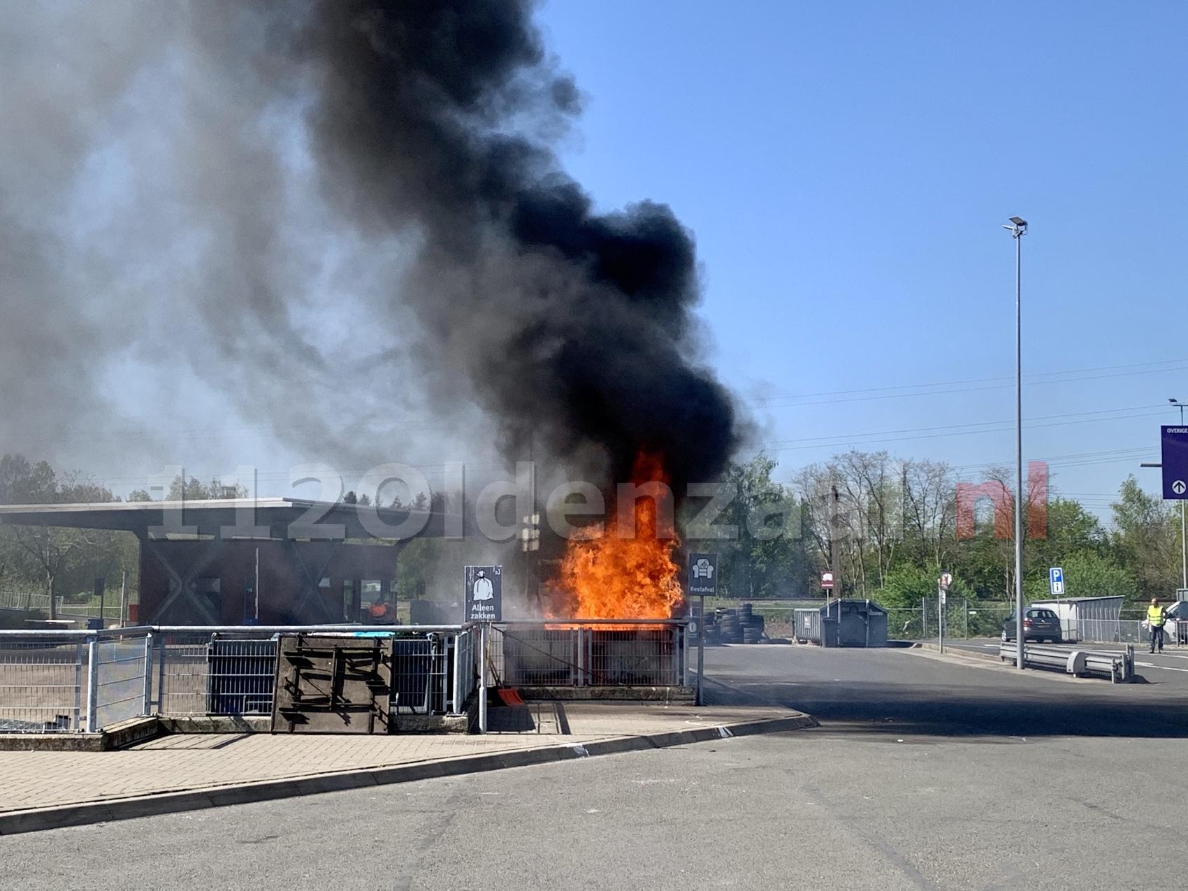 Forse rookontwikkeling bij brand afvalbrengpunt Oldenzaal