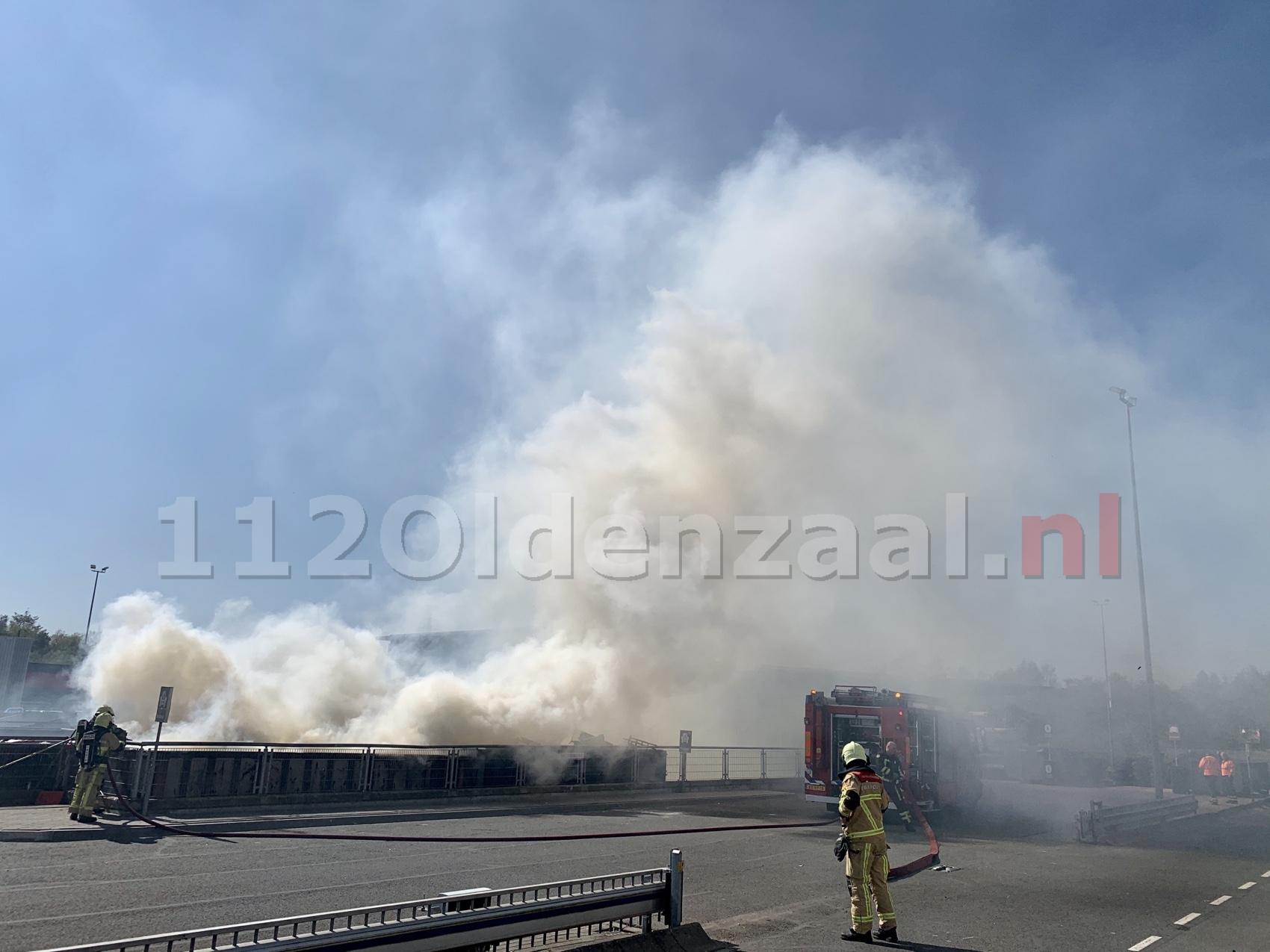 VIDEO: Forse rookontwikkeling bij brand afvalbrengpunt Oldenzaal