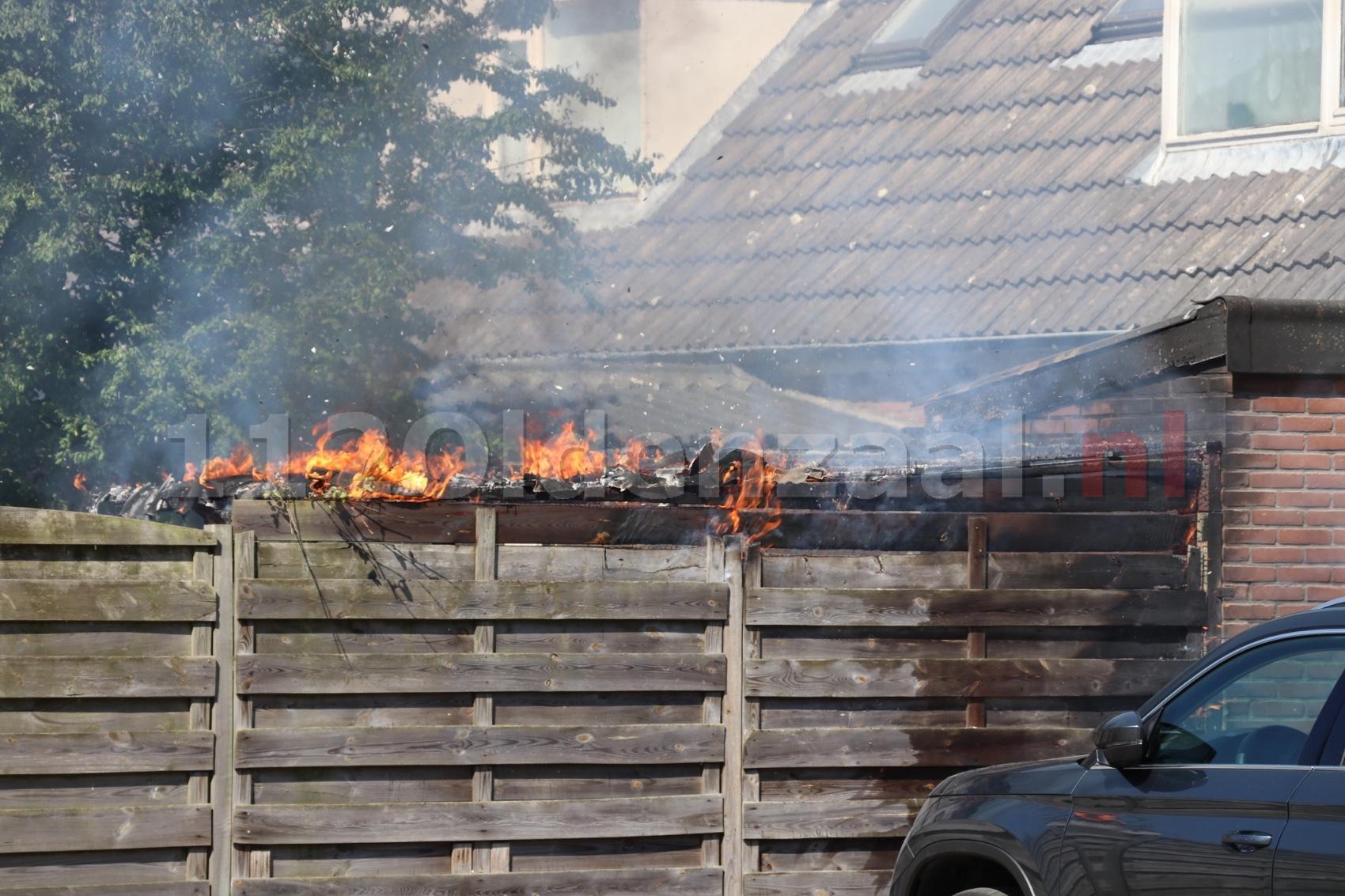 Brandweer rukt uit voor brand achter woning in Oldenzaal