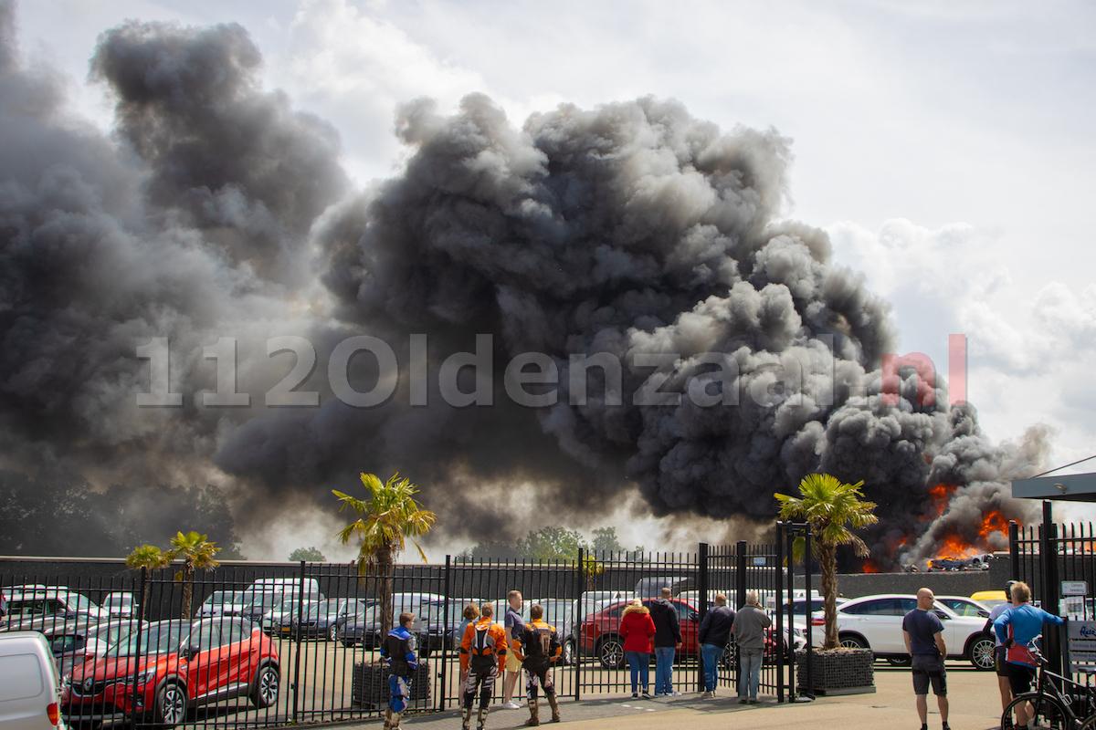 GRIP 1: Zeer grote brand in De Lutte, ramen en deuren sluiten