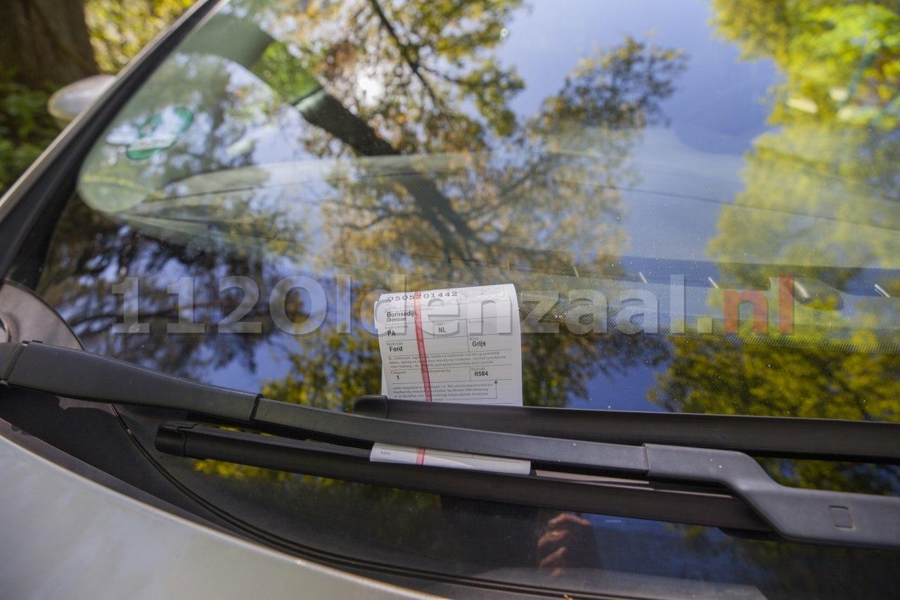 Parkeerplaatsen Het Hulsbeek afgesloten; veel bekeuringen voor foutparkeerders