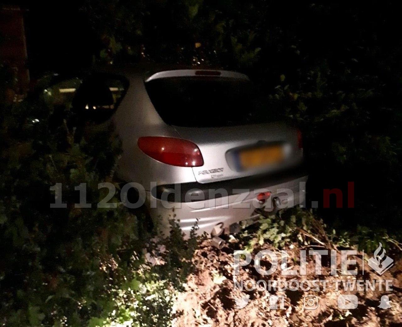 Beginnend bestuurder belandt onder invloed met auto in tuin