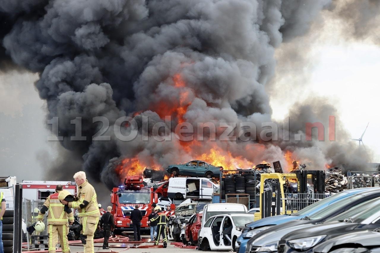 (UPDATE-Foto's) GRIP 1: Zeer grote brand in De Lutte, ramen en deuren sluiten.