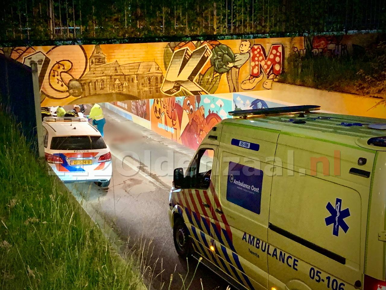 Fietser gewond naar het ziekenhuis na ongeval in fietstunnel Oldenzaal