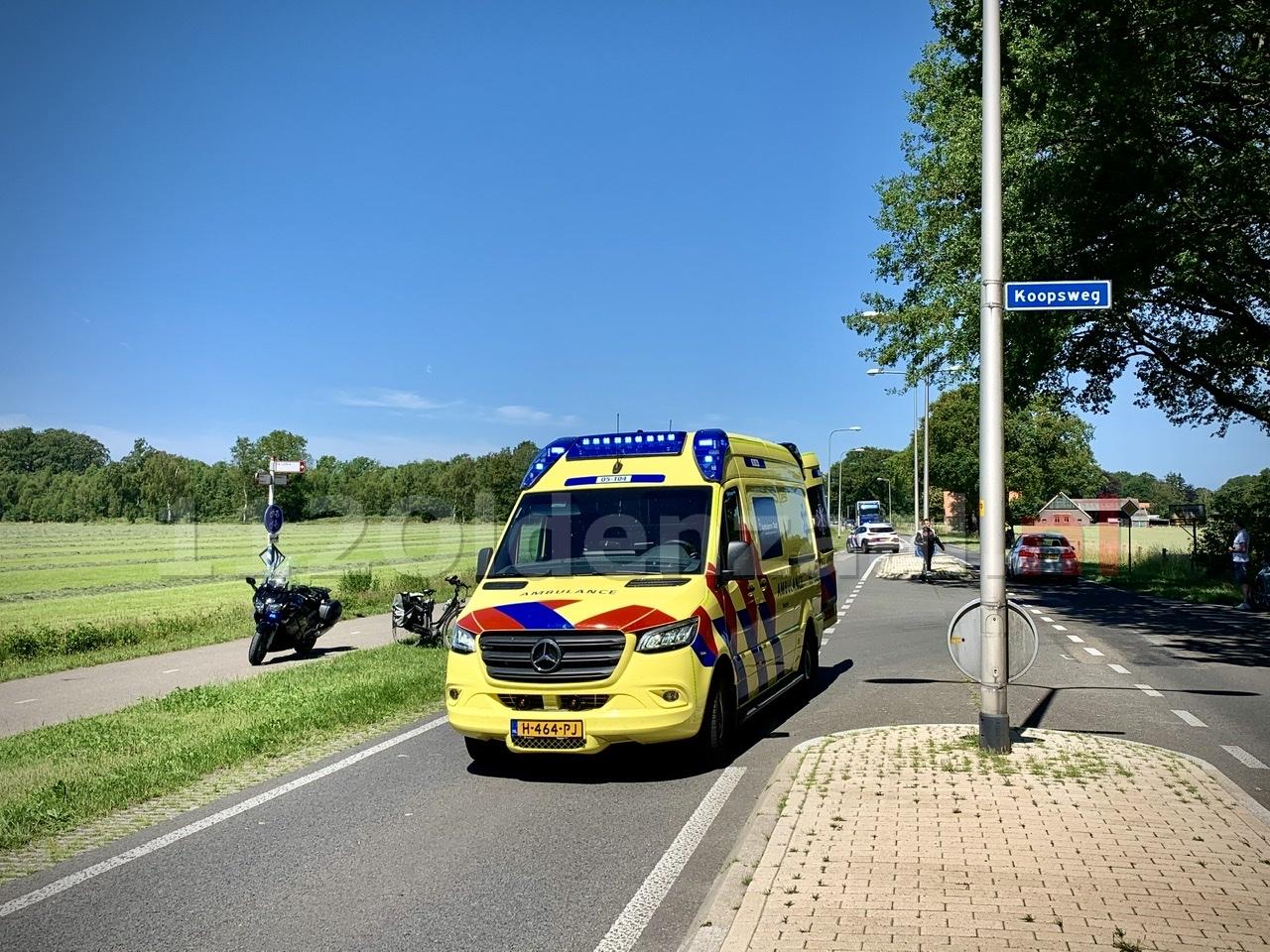 Fietsster met spoed naar het ziekenhuis na ongeval tussen Oldenzaal en Losser