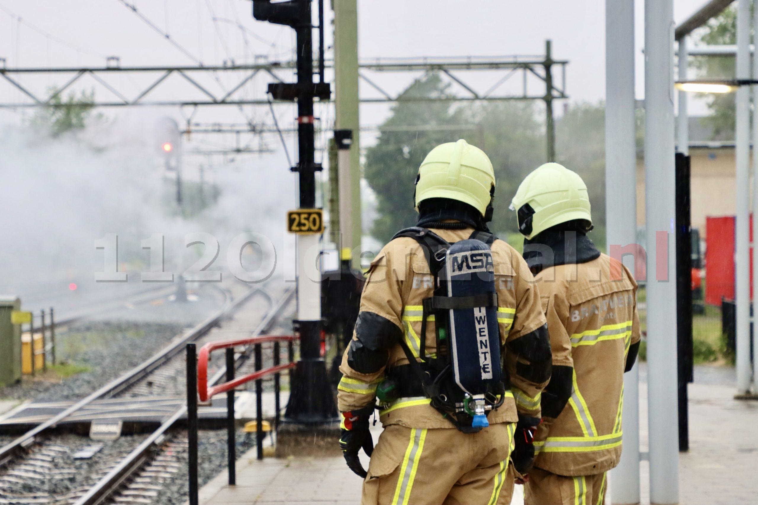 UPDATE: Station Oldenzaal ontruimd door brand naast spoor
