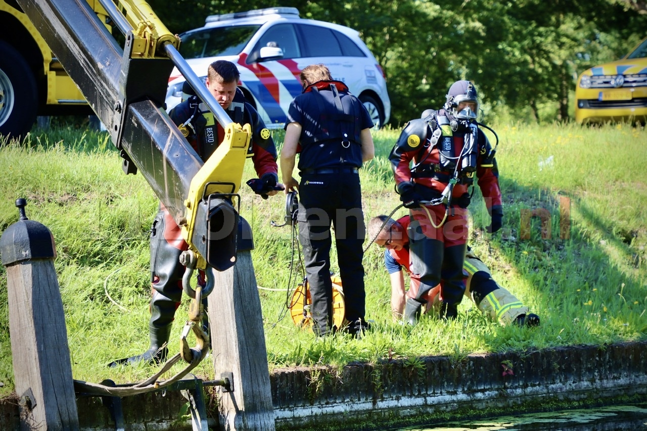 UPDATE: Auto belandt in Almelo-Nordhornkanaal Reutum; duikers ingezet voor berging