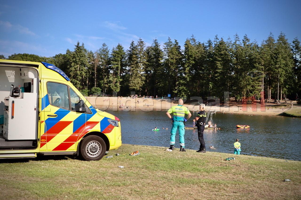 Persoon onwel op vlot Hulsbeek; Hulpdiensten rukken massaal uit